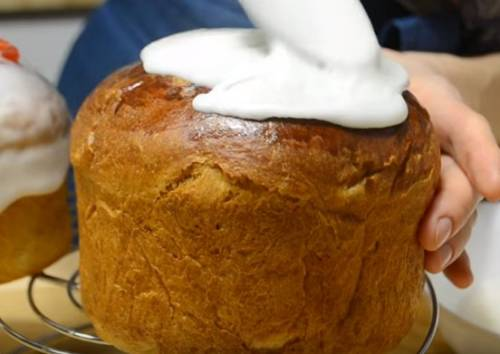 Глазурь для пасхального кулича - простые рецепты с яйцом и без