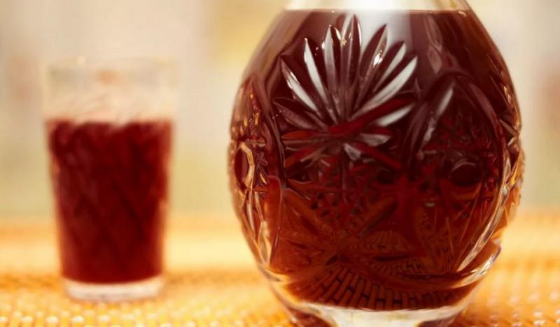 Рецепты настойки и самогона на кедровых орехах, их польза и вред