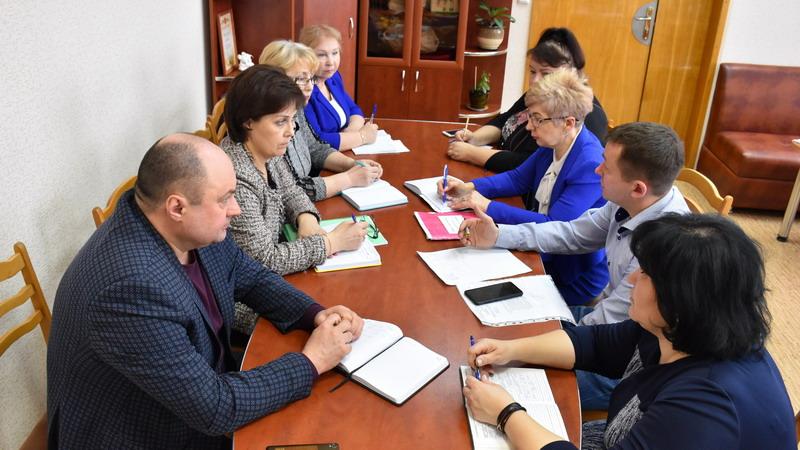 Руководство администрации города Шумерля и депутаты Собрания депутатов обсудили с директорами школ процесс организации горячего питания