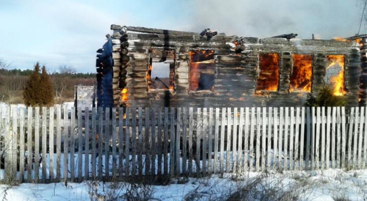 В Чувашии сгорело сразу два частных дома: