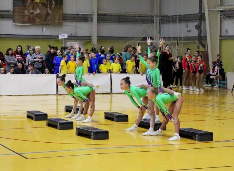 Сборная Чувашии по спортивной аэробике вернулась с медалями межрегионального турнира