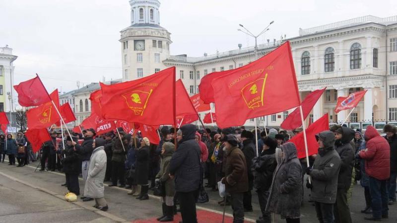 В Чувашии в честь 102-й годовщины РККА и ВМФ прошли массовые митинги и шествия